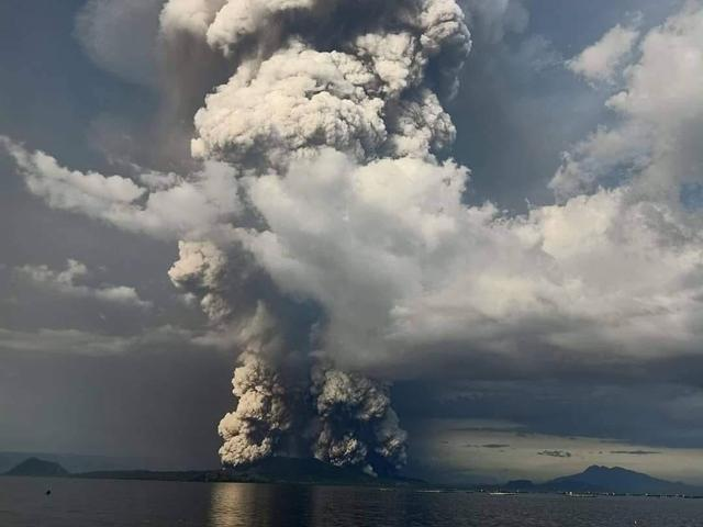 Image - Philippines warns of 'explosive eruption' after Taal Volcano spews ash near Manila. Authorities have urged a ...