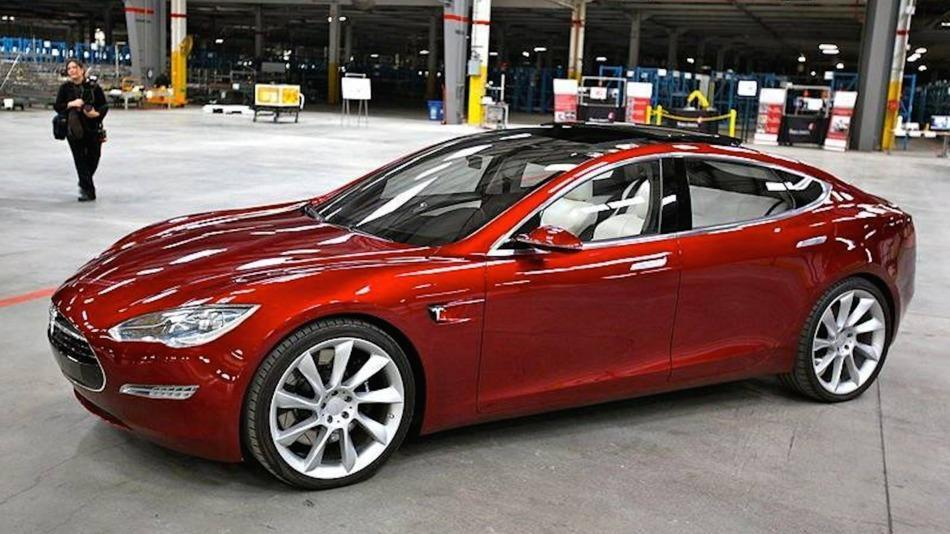 #Tesla #Model3  coinciding with the release of #Minestatus  #V3     As #Trumpenstien would say -  it's gonna be #HUUUGE
